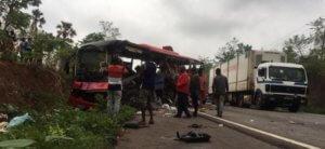Γκάνα: Τουλάχιστον 60 νεκροί από μετωπική σύγκρουση δύο λεωφορείων!