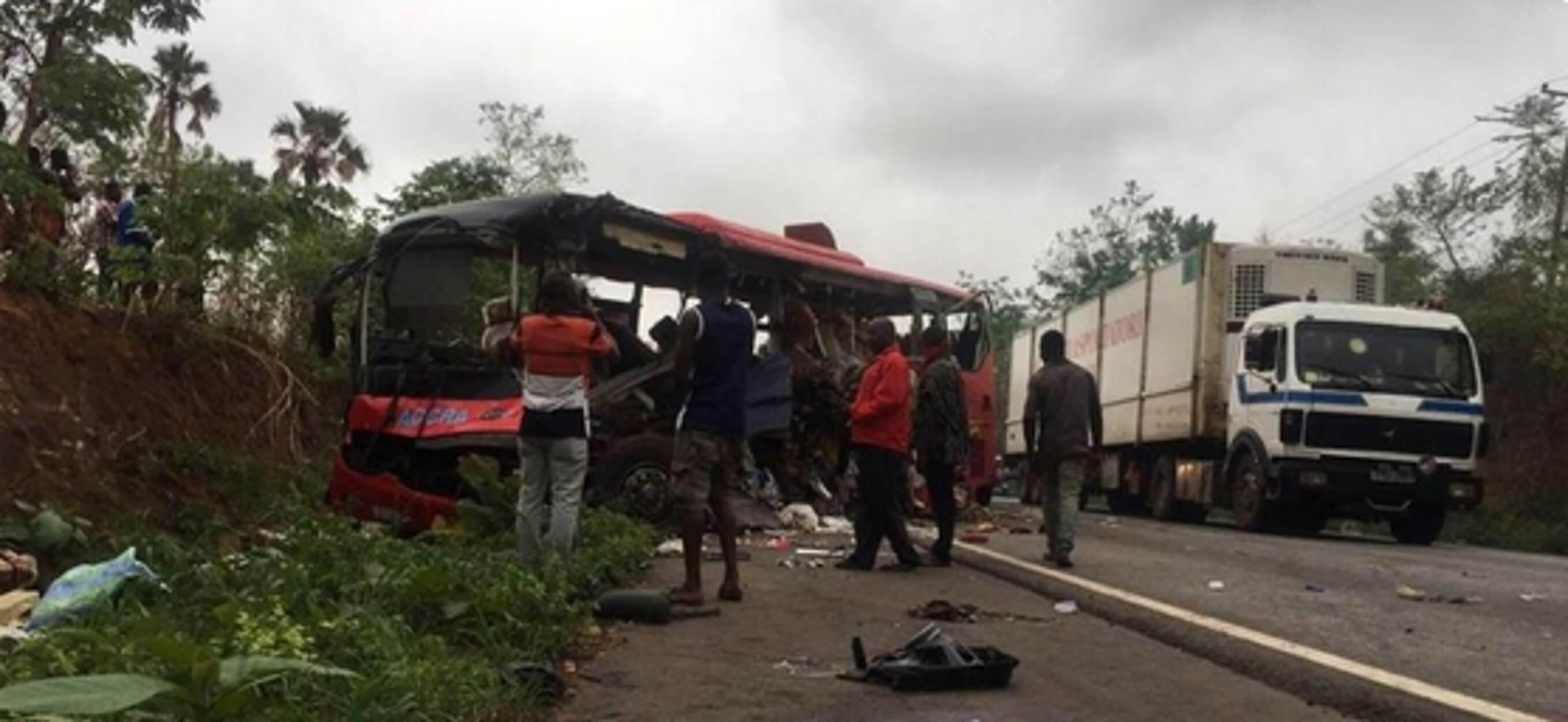 Τουλάχιστον 60 νεκροί από μετωπική σύγκρουση δύο λεωφορείων!