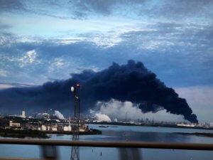 Χιούστον: Μαύρος καπνός και φλόγες πάνω από την πόλη!