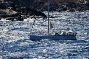 Σχοινιάς: Ανατράπηκε ιστιοφόρο σκάφος λόγω των θυελλωδών ανέμων!