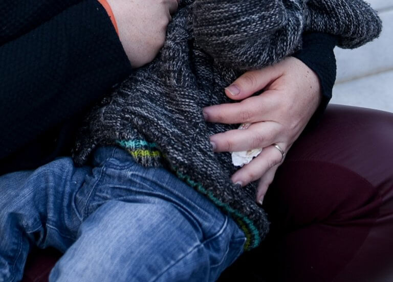 Προσπάθησαν να αρπάξουν μωρό από την αγκαλιά της μητέρας του στη Θεσσαλονίκη!   Newsit.gr