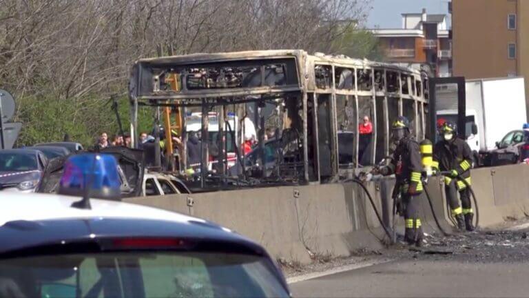 Μιλάνο: Με μπιτόνια βενζίνη κι έναν αναπτήρα έβαλε φωτιά να κάψει 51 παιδιά! – video