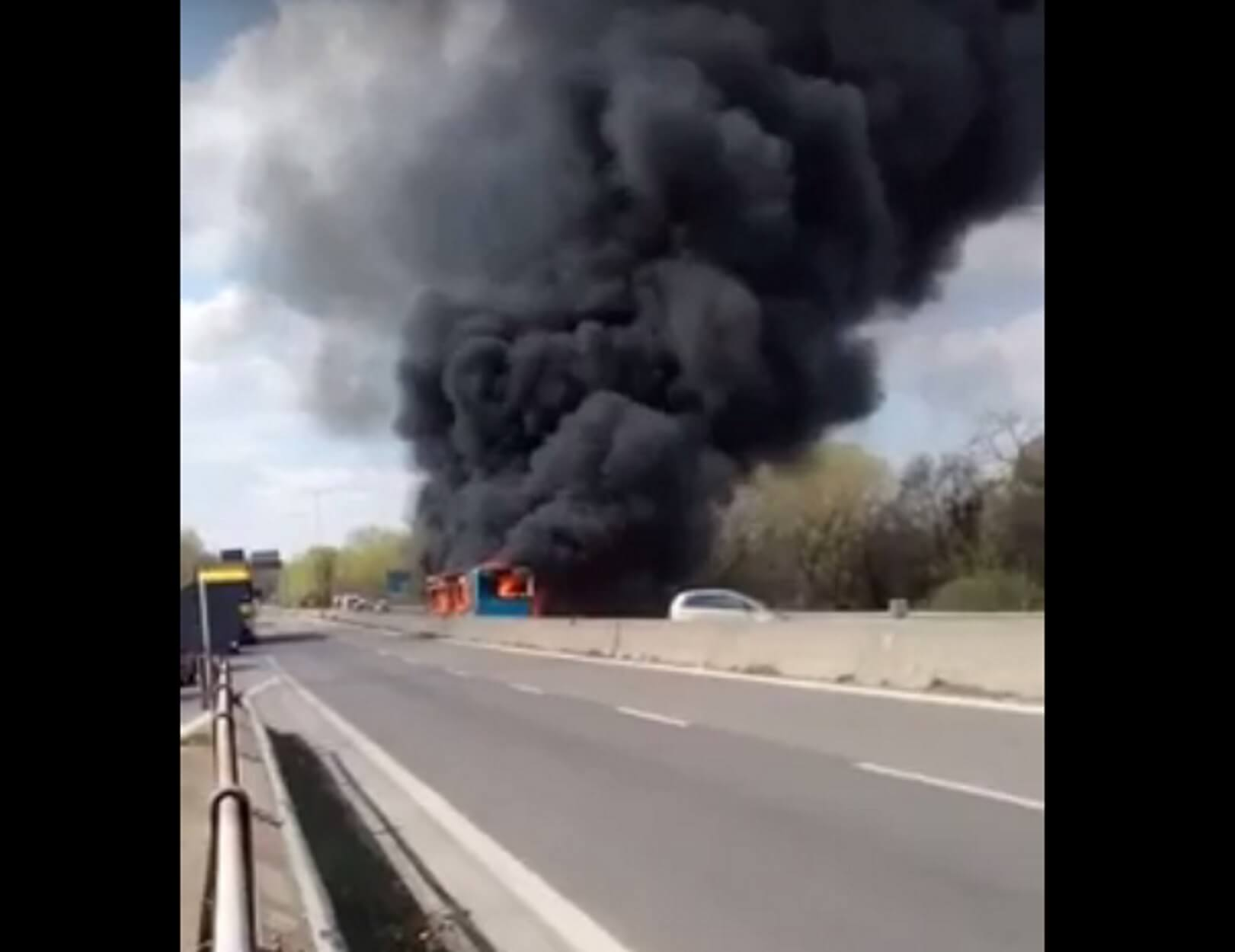 Μιλάνο: Βίντεο – σοκ από εμπρησμό λεωφορείου γεμάτο μαθητές – Δράστης ο ίδιος ο οδηγός!