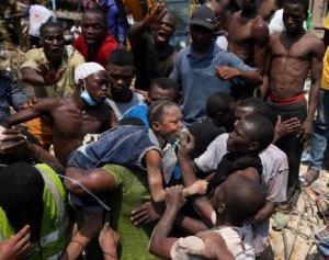 Νιγηρία: Ακόμα μετράνε νεκρά παιδιά από το σχολείο που έπεσε σαν τραπουλόχαρτο! – video