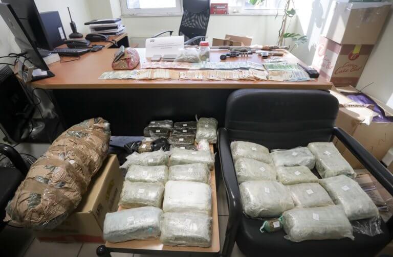 Πελοπόννησος: Εξαρθρώθηκε γιγαντιαίο κύκλωμα που τροφοδοτούσε με ναρκωτικά Ηλεία, Αχαΐα, Αιτωλοακαρνανία και Αττική!