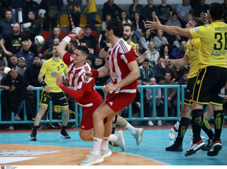Σαρωτικός ο Ολυμπιακός! Σήκωσε το Κύπελλο Ελλάδας – Διέλυσε την ΑΕΚ