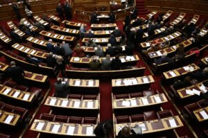 Αυτές είναι οι 13 δικογραφίες που έφτασαν στη Βουλή – Όλα τα ονόματα νυν και πρώην υπουργών!
