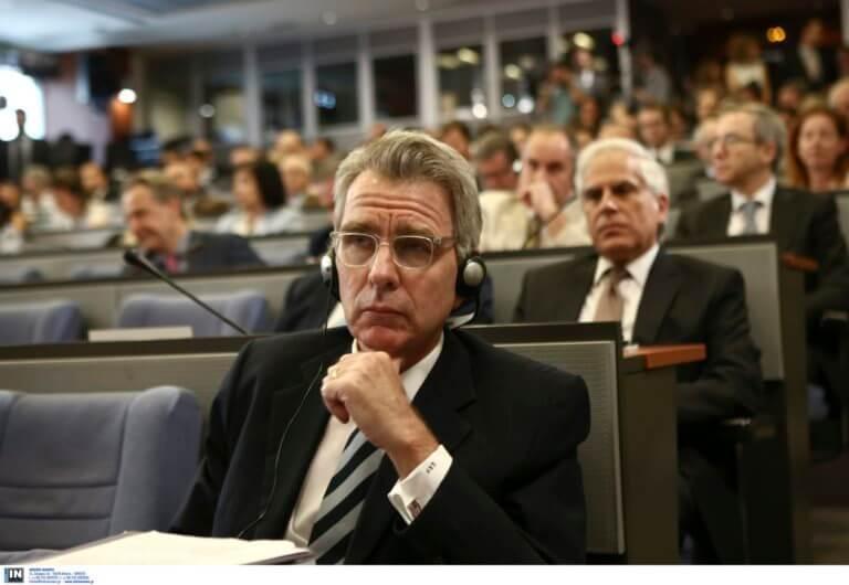 Αμερικανός πρέσβης – Δεν φαντάζεστε πώς έφτασε στο Συνεδριακό Κέντρο των Δελφών! | Newsit.gr
