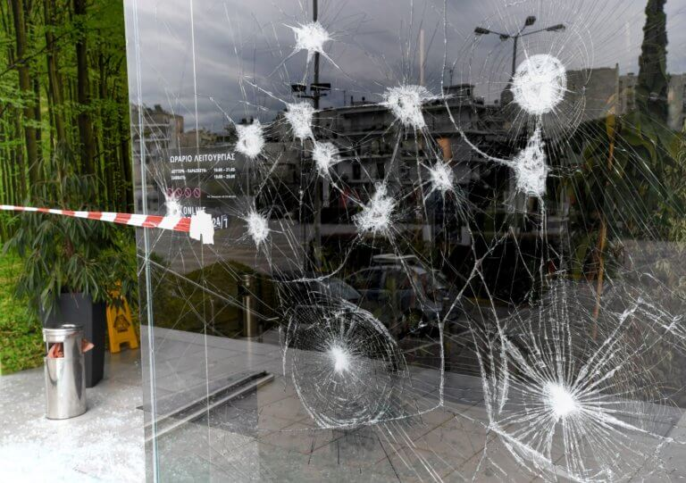 Ρουβίκωνας: Επίθεση στα γραφεία της ΔΕΔΔΗΕ στην οδό 3ης Σεπτεμβρίου