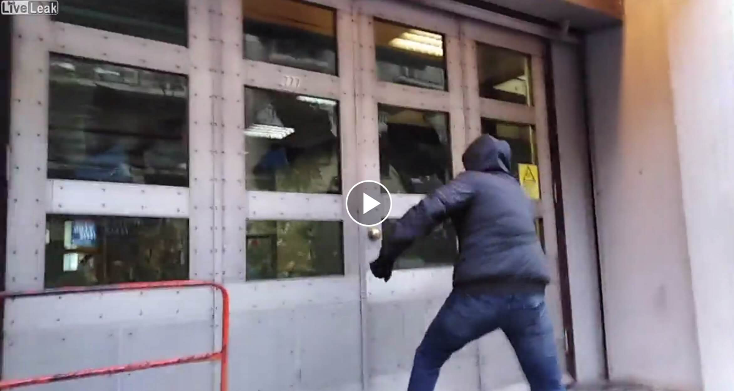 """""""Ρουβίκωνας"""": Καρέ - καρέ η επιδρομή στα γραφεία της ΔΕΔΔΗΕ στην 3ης Σεπτεμβρίου! video"""