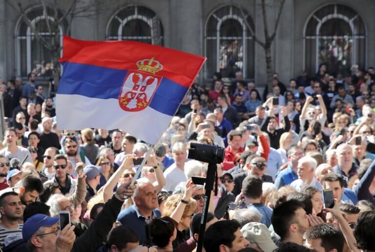 Σερβία: Απελευθερώνονται φυλακισμένοι διαδηλωτές κατά του προέδρου Βούτσιτς