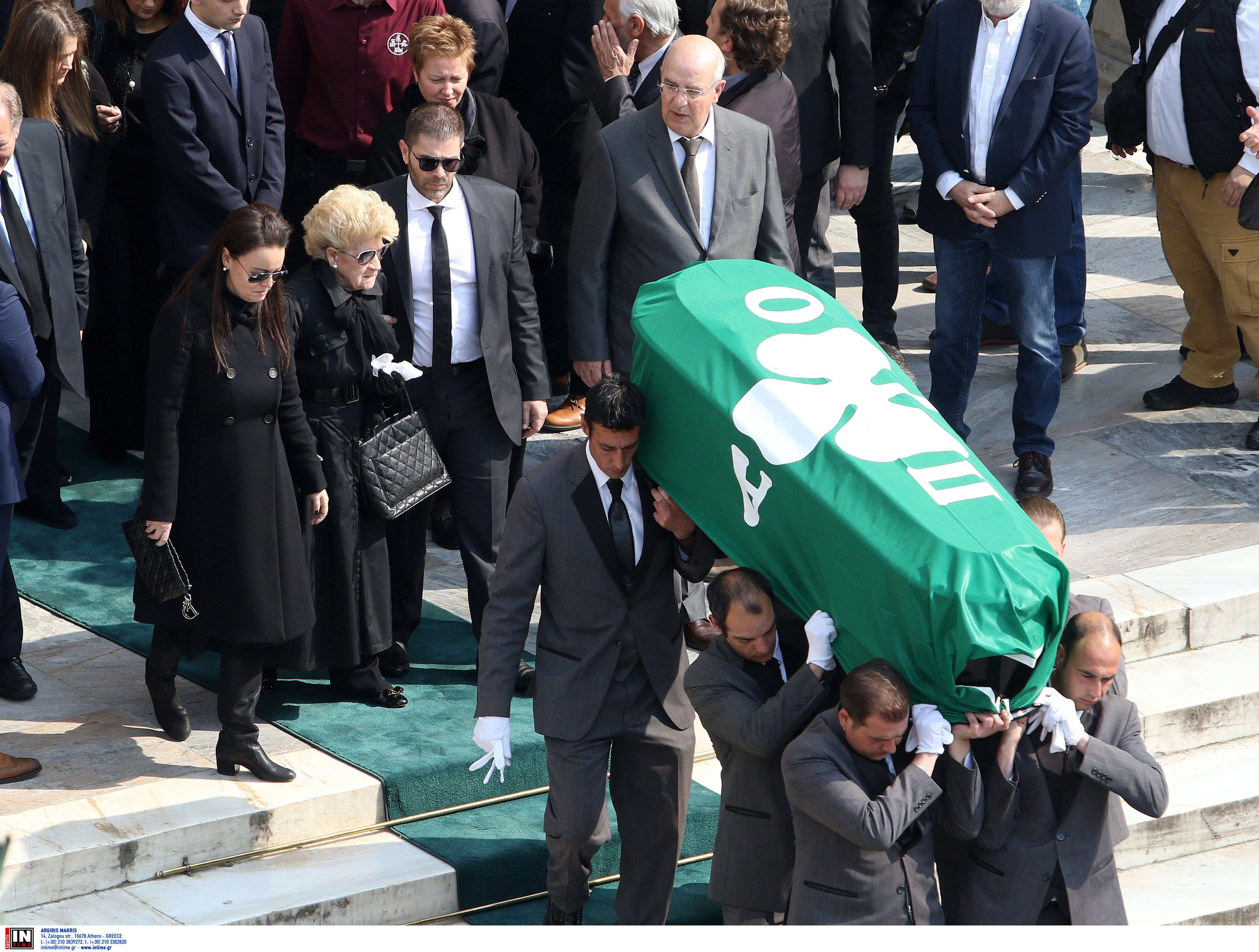 """Κηδεία Θανάση Γιαννακόπουλου: Φίλοι και """"εχθροί"""" είπαν το… στερνό αντίο στον """"Τυφώνα""""! videos, pics"""