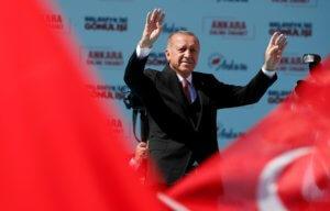 Τουρκία: Εκλογές αύριο με την οικονομία στο επίκεντρο – Απειλεί θεούς και δαίμονες ο Ερντογάν!