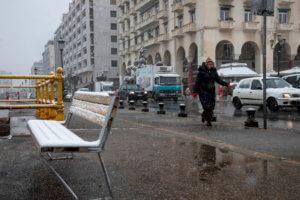 Καιρός: Βροχές, μποφόρ και χιόνια – Κάτασπρη η κορυφή της Πάρνηθας!
