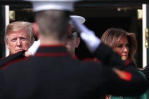 Σοκαρισμένη η Μελάνια στο πλευρό του συζύγου της Ντόναλντ Τραμπ