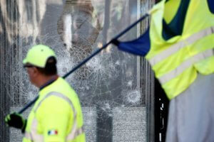 Βρετανία: Κίτρινα γιλέκα μπούκαραν στο γραφείο του Γενικού Εισαγγελέα!