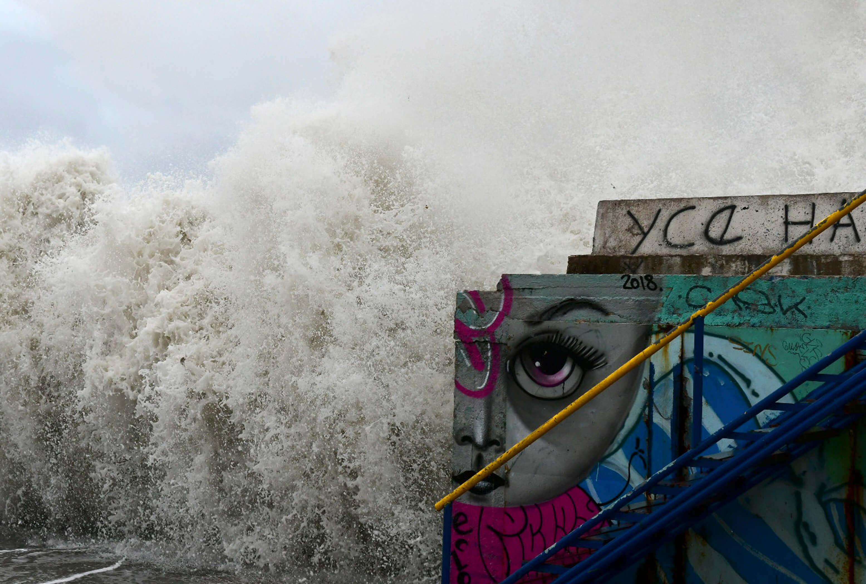 """Καιρός: """"Σαρώνουν"""" την χώρα οι """"λυσσασμένοι"""" άνεμοι - Καθηλωμένα τα πλοία και μαζικές ακυρώσεις δρομολογίων"""