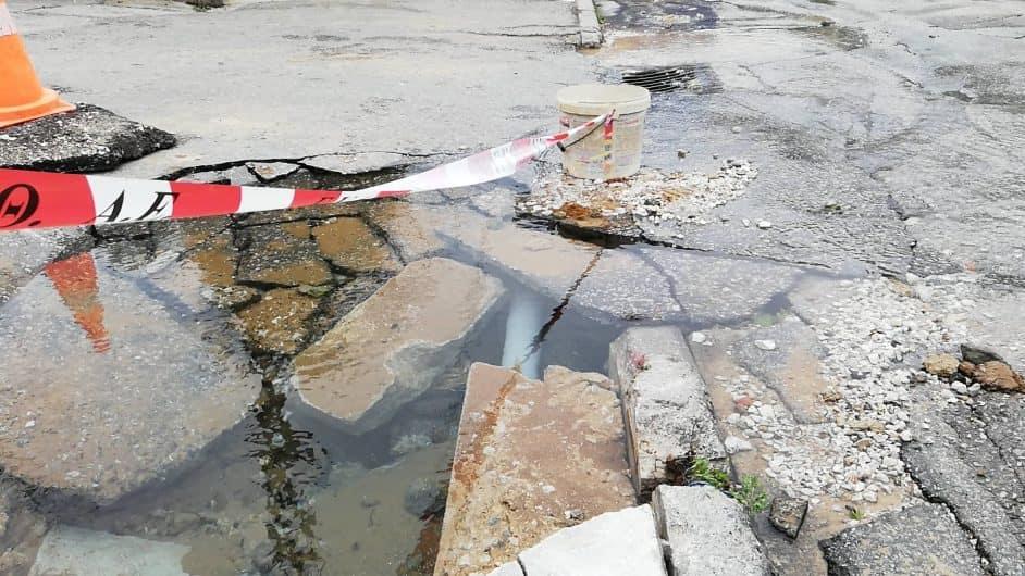 Θεσσαλονίκη: Έσπασε αγωγός στο κέντρο – Χωρίς νερό μέχρι το απόγευμα – video, pics