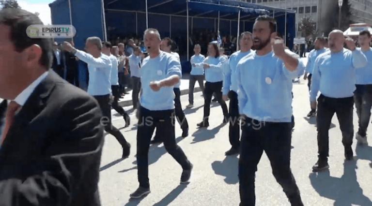 """Ιωάννινα: Καταχειροκροτήθηκαν όταν τραγούδησαν το """"Μακεδονία Ξακουστή""""!"""