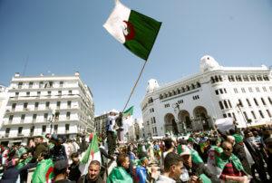 «Σείεται» η Αλγερία από τις διαδηλώσεις κατά του Μπουτεφλίκα