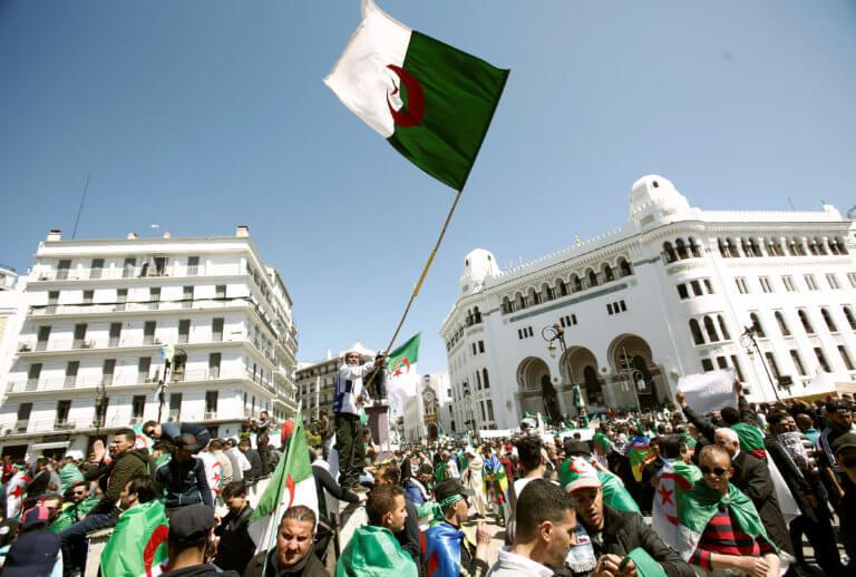 """""""Σείεται"""" η Αλγερία από τις διαδηλώσεις κατά του Μπουτεφλίκα"""