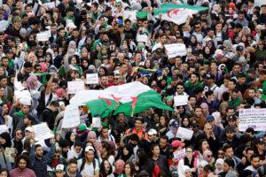 Αλγερία: Χιλιάδες διαδηλωτές ζητούν την παραίτηση του προέδρου Μπουτεφλίκα