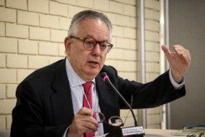 Ο Νίκος Αλιβιζάτος επικεφαλής επιτροπής για τη διερεύνηση περιστατικών αστυνομικής βίας