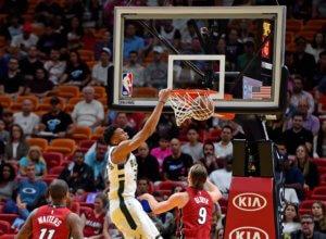 NBA: Στο Top 10 ο απίθανος Αντετοκούνμπο! Φοβερή no-look πάσα – video
