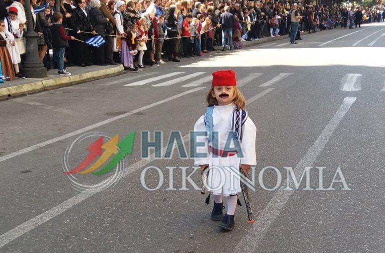 """Παρέλαση 25 Μαρτίου: Ο """"μουστακαλής"""" Αντώνης έκλεψε την παράσταση"""