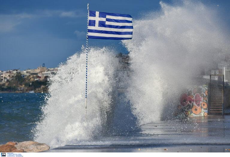 Απαγορευτικό απόπλου: Δεν εκτελούνται τα δρομολόγια από Πειραιά και Ραφήνα