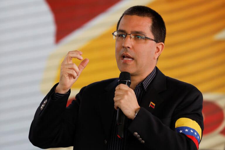 Μυστήριο εκ… Βενεζουέλας: Ένα αεροπλάνο, ένας υπουργός με βαλιτσάκι και μια κόντρα