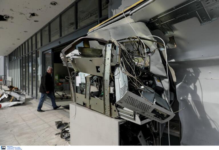 Παιανία: Λαχτάρησαν υπάλληλοι καφετέριας – «Κλειδωθείτε μέσα θα ανατινάξουμε το ATM»