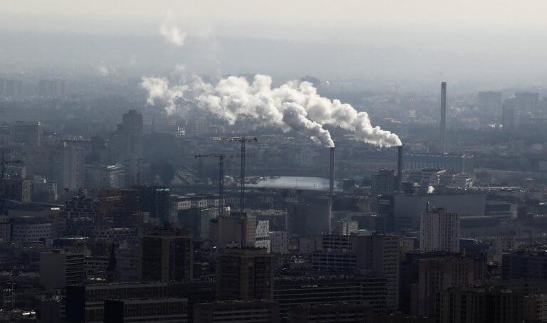 Σοκ! Σχεδόν 500.000 πέθαναν μέσα σε ένα χρόνο από την ατμοσφαιρική ρύπανση