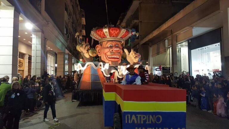 Πρώτη εμφάνιση για τα Καρναβαλικά Άρματα στην Πάτρα – video | Newsit.gr