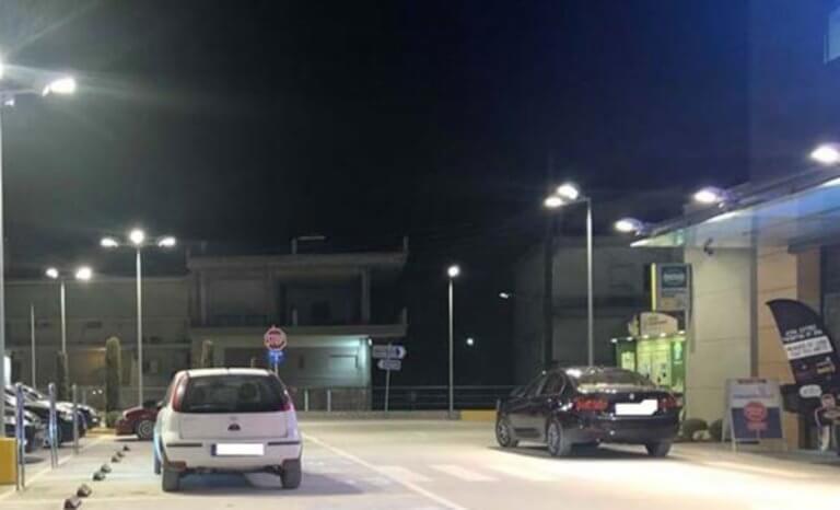 Λάρισα: Πάρκαρε στο λάθος σημείο και έγινε αμέσως στόχος στα social media