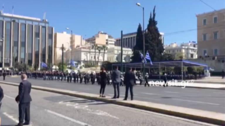 """Παρέλαση 25 Μαρτίου: Με το """"Μακεδονία Ξακουστή"""" έφτασε η μπάντα του Πολεμικού Ναυτικού"""