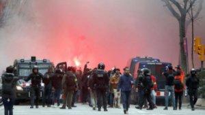 Επεισόδια στη Βαρκελώνη! Πέντε οπαδοί της Λιον τραυματίες – videos