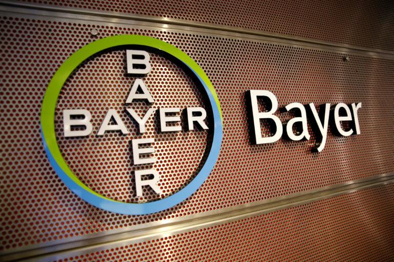 """Σκάνδαλο Bayer: Παίρνουν διαστάσεις """"χιονοστιβάδας"""" οι αποκαλύψεις για τις λίστες εκβιασμών"""