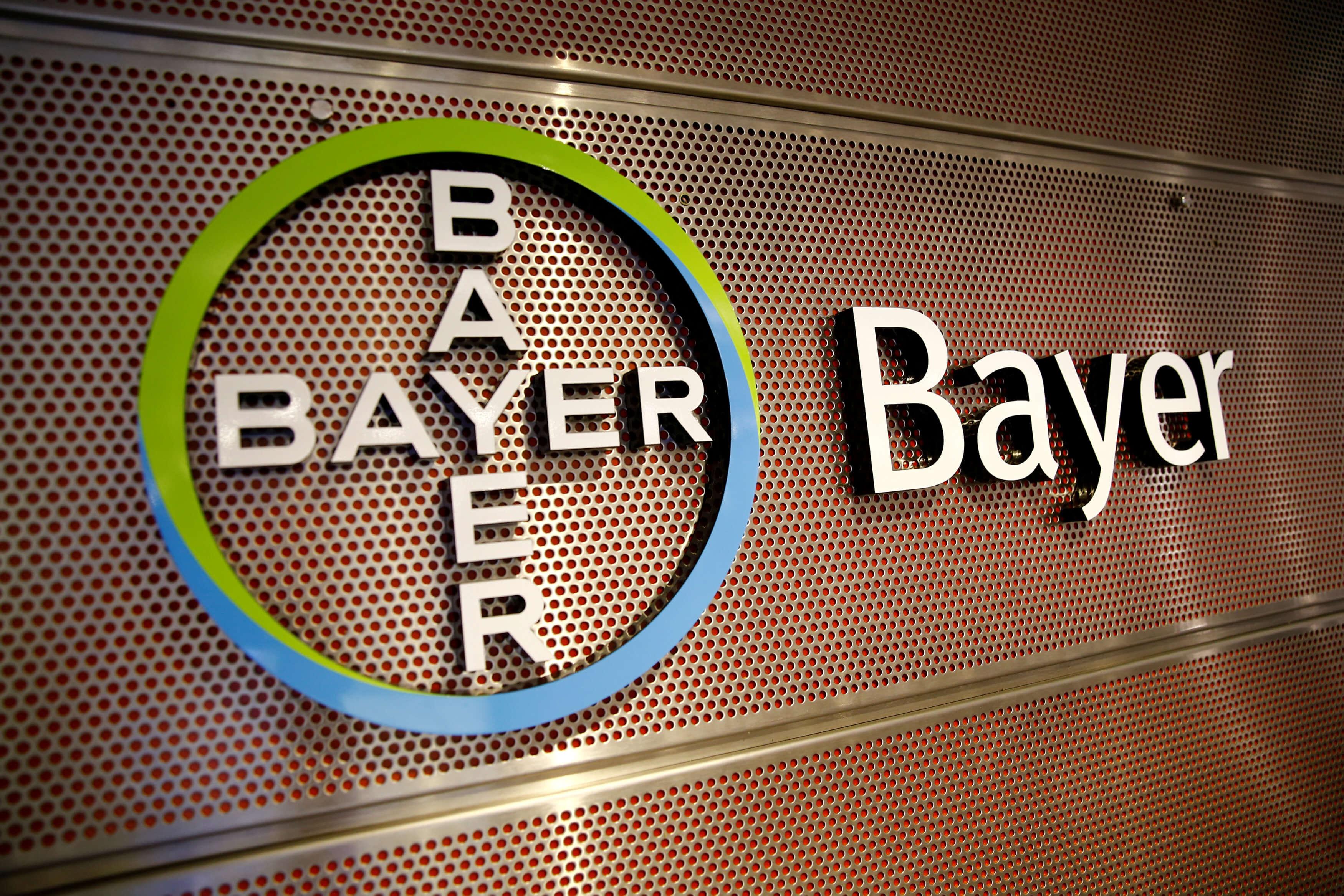 Γερμανία: Στη μάχη κατά του κορονοϊού και η Bayer – Ξεκινά την παραγωγή του εμβολίου της CureVac