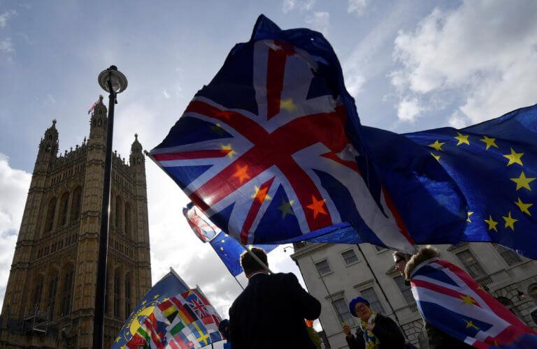 """""""Στερεύει"""" το Λονδίνο από χρήματα ενόψει Brexit – Πάνω από 1 τρισεκ. λίρες """"διώχνουν"""" οι εταιρείες"""