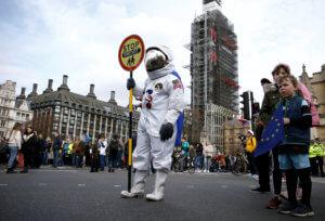 Brexit: Οργή λαού! Χιλιάδες διαδηλωτές απαιτούν νέο δημοψήφισμα! video, pics