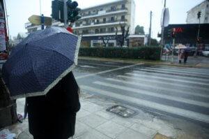 Καιρός: Βροχερή και κρύα αύριο η Πέμπτη – Αναλυτική πρόγνωση