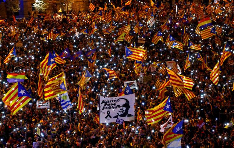 Καταλανοί αυτονομιστές διαδήλωσαν στη Μαδρίτη για τη δίκη των ηγετών τους