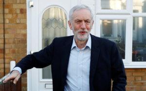 Βρετανία: Επίθεση με αυγά στον Κόρμπιν!