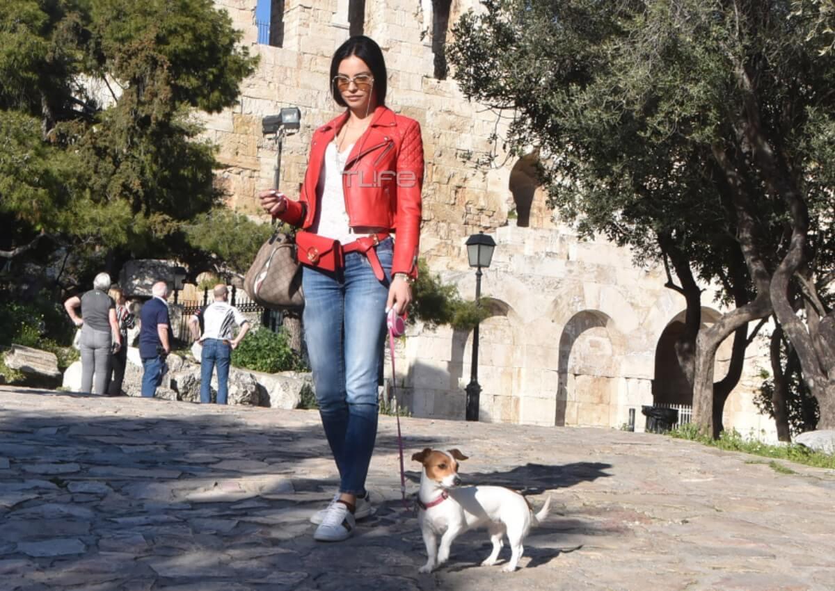 Δήμητρα Αλεξανδράκη: Βόλτα στην Ακρόπολη με τον αγαπημένο της σκύλο! [pics]