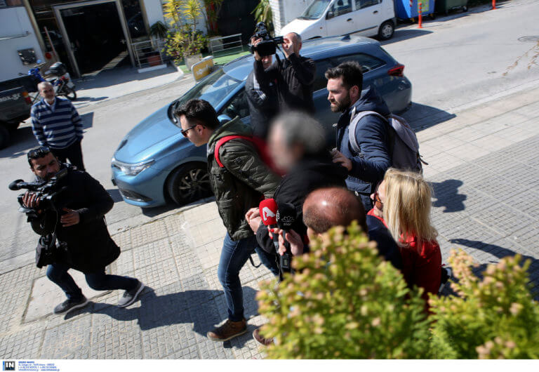Διπλώματα οδήγησης με παράδοση κατ' οίκον! Βρήκαν σε κρύπτες 80.000 ευρώ! | Newsit.gr