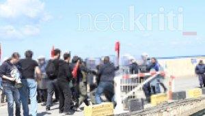 Κρήτη: Γαβρόγλου μέσα, ένταση… απέξω – Επεισόδια σε διαμαρτυρία φοιτητών [pics]