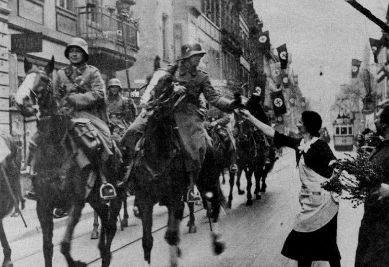 Η ιστορική «μπλόφα» του Χίτλερ στη Ρηνανία και το «πάσο» Γαλλίας και Βρετανίας | Newsit.gr