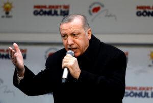 """Απίστευτος Ερντογάν! """"Έπνιξε"""" γυναίκες στα δακρυγόνα και μετά τις κατηγόρησε για… ασέβεια!"""
