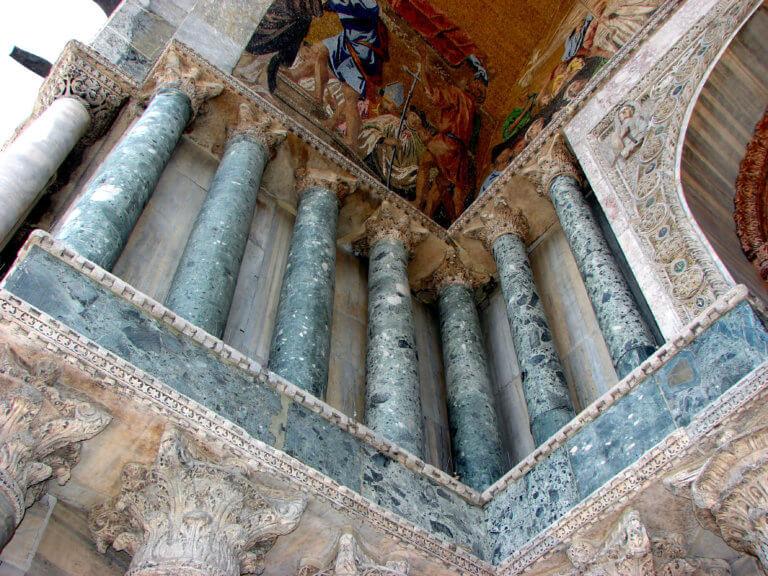 Ο Πράσινος Θεσσαλικός Λίθος που «ενώνει» για αιώνες λαούς, θρησκείες και πολιτισμούς | Newsit.gr